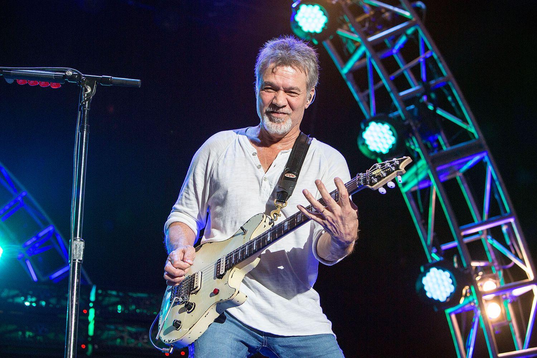 Eddie Van Halen of Van Halen en una actuación de 2015 en Chula Vista, California.