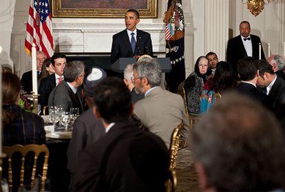 Barack Obama durante un momento de su discurso ante una representación islámica