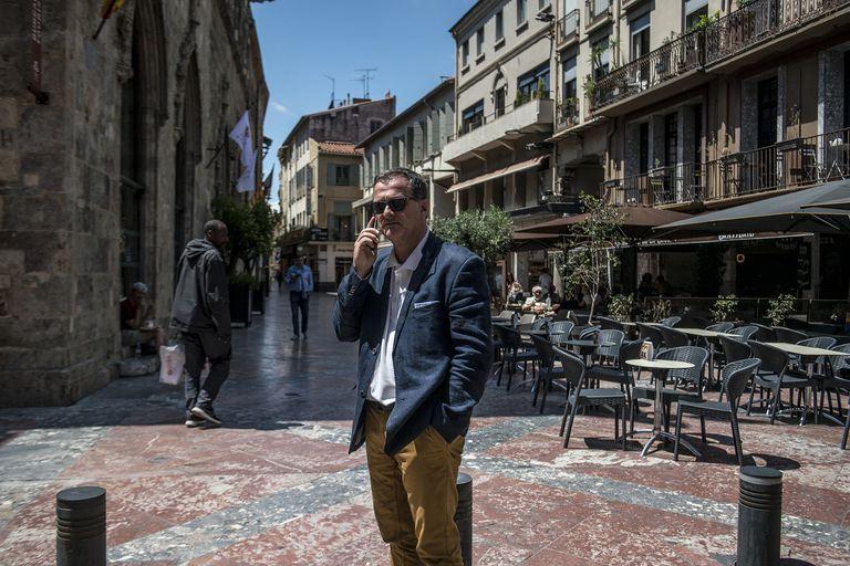 Luis Aliot, candidato a la alcaldía de Perpiñán por el partido Rassemblement National, este viernes en la Place de la Loge.
