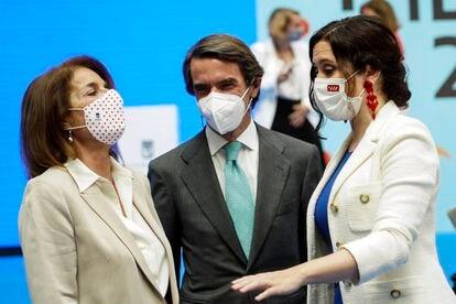 Ana Botella, José María Aznar e Isabel Díaz Ayuso, este sábado en Cibeles.