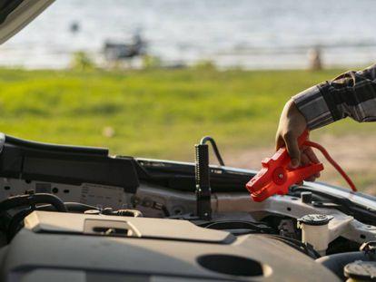 Analizamos el cargador de batería para coche y motocicleta de la marca Black & Decker.