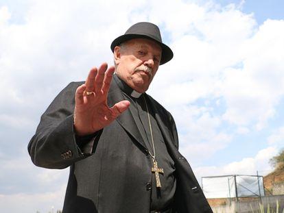 Onésimo Cepeda, obispo emérito de Ecatepec, a su llegada al funeral de Antonio Chedraoui, Arzobispo Metropolitano de la Iglesia Ortodoxa de Antioquía en el Estado de México en 2017.