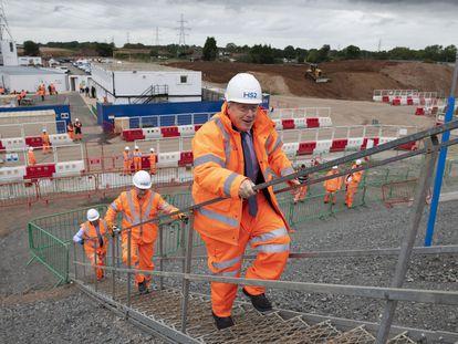 Boris Johnson visitaba la construcción de un intercambiador de transportes, el viernes en Solihull (Inglaterra).