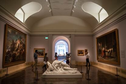 One of the main galleries is dedicated to historical painting with monumental pieces.