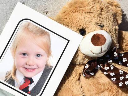 Una imagen de Alesha MacPhail en el colegio, en las inmediaciones de la casa de su abuela, en Rothesay, Bute, este miércoles.