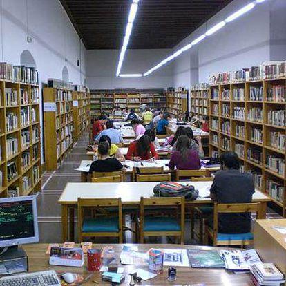 Sala de lectura de la biblioteca municipal de Úbeda (Jaén).