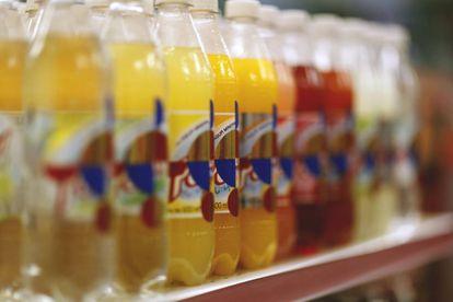 Botellas de refresco intervenidas por Orozco
