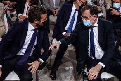 El presidente del Partido Popular, Pablo Casado, juntp a Mariano Rajoy, este lunes en la inauguración de la Convención nacional del PP.