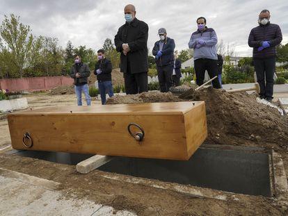 Oración el lunes ante el féretro con el cuerpo de Tatary en el cementerio musulmán de Griñón (Madrid)