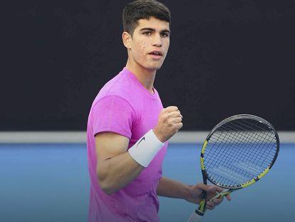Carlos Alcaraz celebra su triunfo contra Dellien en Doha. / TENNIS AUSTRALIA