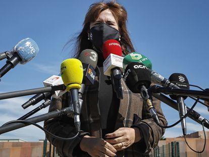 La presidenta del Parlament, Laura Borràs, atendió este mediodía a los medios de comunicación, tras visitar a los líderes independentistas presos en la cárcel de Lledoners (Barcelona), el 18 de marzo.