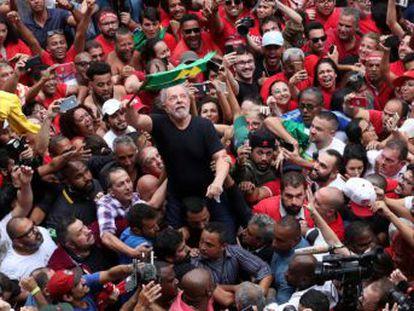 Durante un mitin ante miles de admiradores un día después de salir de prisión, el expresidente brasileño ha declarado   Si utilizamos la cabeza, en 2022, la izquierda derrotará a la ultraderecha