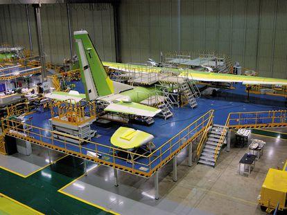 Instalaciones de la aeronáutica andaluza Alestis Aerospace, en Sevilla.