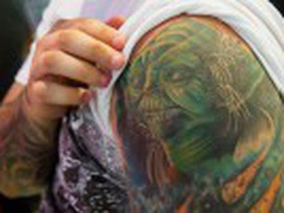 Muchos tatuados sufren reacciones adversas sin que se sepa el motivo por la falta de estudios sobre la toxicidad de las nuevas tintas