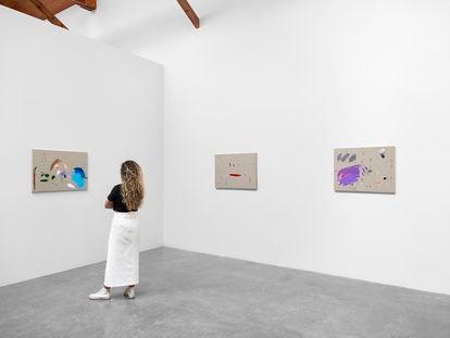 Obra del artista conceptual cubano  Wilfredo Prieto, en la galería de arte Zona Maco, en Ciudad de México.