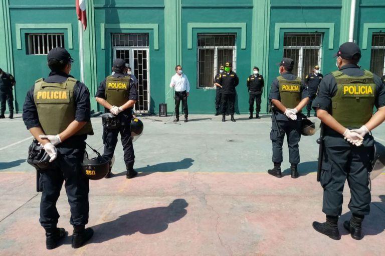 GastónRodríguez, nuevo ministro del Interior de Perú, visita a los miembros de la Unidad de Servicios Especiales (USE) de la Policía Nacional. / Agencia Andina