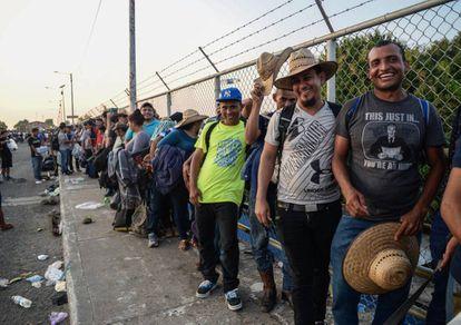 Para Donald Trump, los migrantes de la caravana centroamericana representan una amenaza nacional.