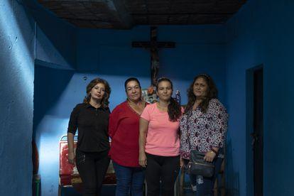 Marta Silva, Maria Elena Muñoz, Rosana Esqueda y Luz Elena de la Cruz, familiares de desaparecidos en Jalpa (Zacatecas), el 26 de agosto.