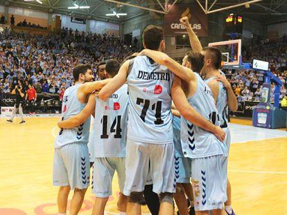 Los jugadores del Breogán celebran un triunfo ante su público.