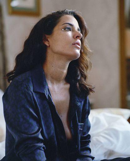 La actriz, fotografiada por Quim Gutiérrez, lleva pijama Eres.
