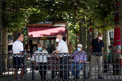 Varias personas el 9 de julio en una plaza de Ordizia (Gipuzkoa).