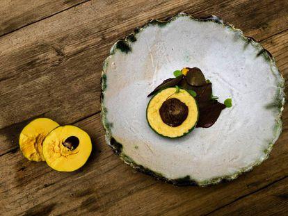 CREMOSO DULCE DE LÚCUMA, CHOCOLATE AL 75%, CAFÉ CAJAMARQUINO Y MANDARINA / CAPEL