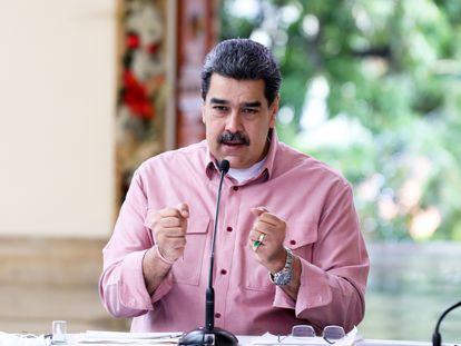 El presidente venezolano, Nicolás Maduro, en una transmisión de televisión, este domingo, en Caracas (Venezuela).