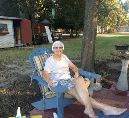 Linda Johnston, de 65 años, en su casa.