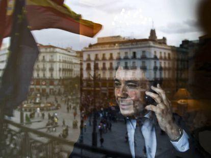 Ignacio González, en su despacho de la Puerta del Sol cuando era presidente de la Comunidad de Madrid, en 2013.