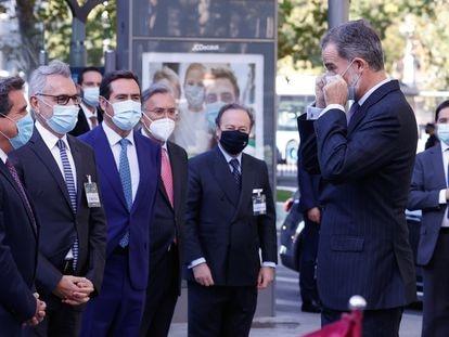 Felipe VI es recibido por los empresarios antes de la inauguración del XXIII Congreso de la Empresa Familiar.