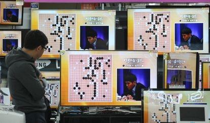 Partida del juego de estrategia go entre un programa de inteligencia artificial y el surcoreano Lee Sedol, en 2016 en Seúl. Sedol fue derrotado.