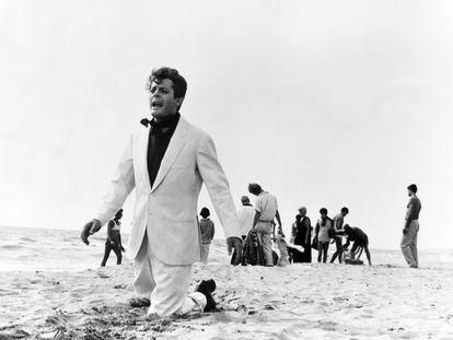 Marcello Mastroianni, en la parte final de 'La dolce vita', de Fellini