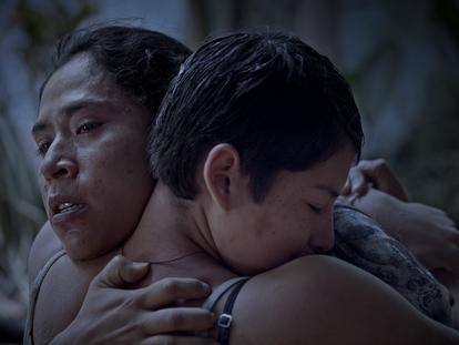 Fotograma de la película  'Noche de fuego' de Tatiana Huezo.