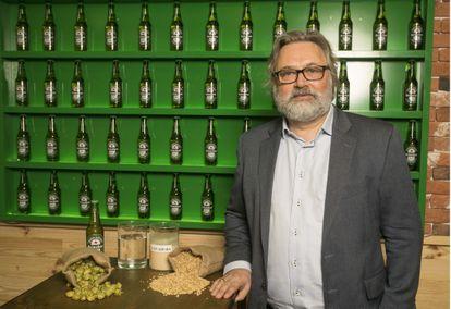 Willem van Waesberghe ejerce de guardián de las esencias de Heineken. El secreto de la calidad de cada una de sus cervezas está en la levadura A de Heineken y en la malta 100% pura para obtenerla.