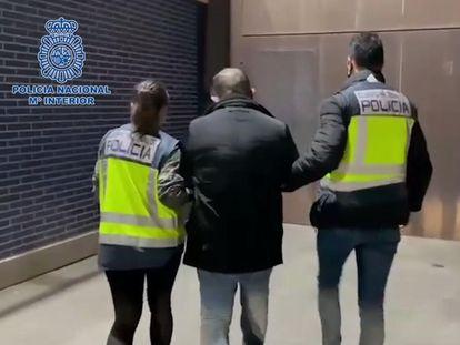 La policía detiene a un fugitivo francés buscado por violar a una mujer de 84 años en 2009.