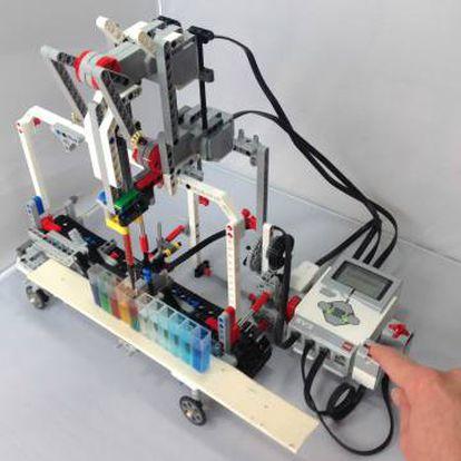 Una versión más avanzada del kit robótico permite utilizar contenedores de plástico estándar.