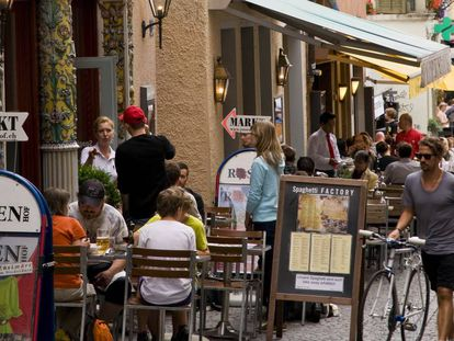 Cafeterías en una calle de Zúrich