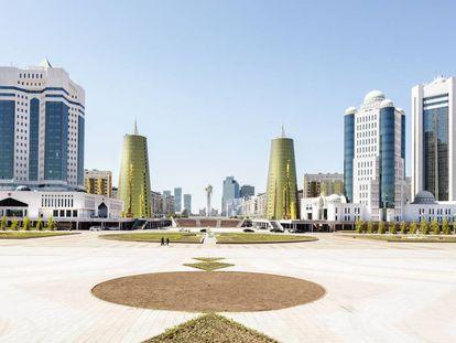 Distrito ministerial de Astaná, capital de Kazajistán, visto desde el palacio presidencial.