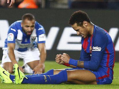 Neymar celebra el penalti provocado al Leganés el sábado.
