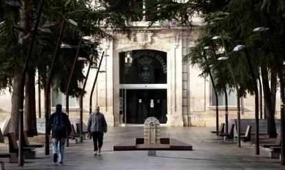 La Plaza de España de San Fernando de Henares con el Ayuntamiento.