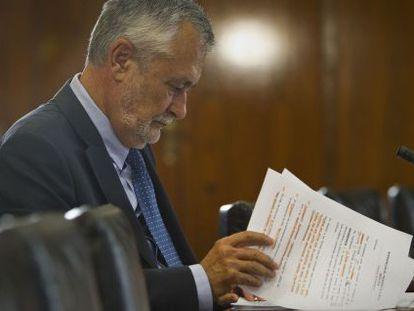 Jose Antonio Griñán, ante la comisión de los ERE en el Parlamento andaluz.