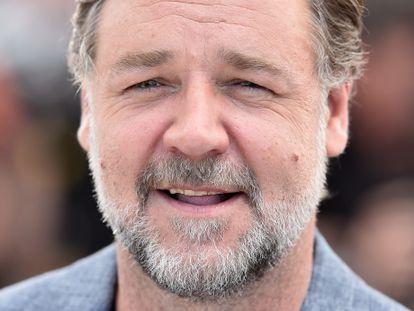 Russell Crowe posa para la prensa durante la proyección de 'Dos buenos tipos' en el Festival de Cannes en 2016.