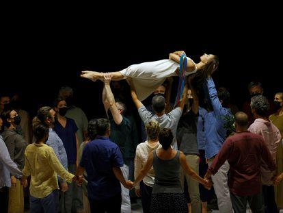 Un momento del ensayo del 'Réquiem', de Mozart, escenificado por Romeo Castellucci, en el Palau de les Arts.