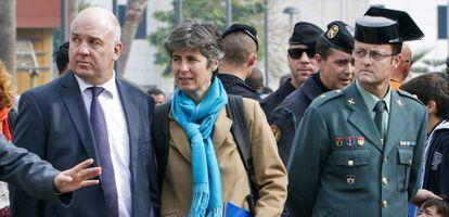 El comisario Nils Muiznieks junto al coronel de la Guardia Civil Ambrosio Martín en su visita a Melilla.