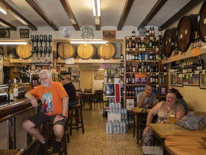 La bodega Casas, en Gràcia, es una de las que el Ayuntamiento quiere blindar.