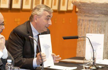 El director de Funcas, Carlos Ocaña, durante la presentación en Zaragoza del informe.