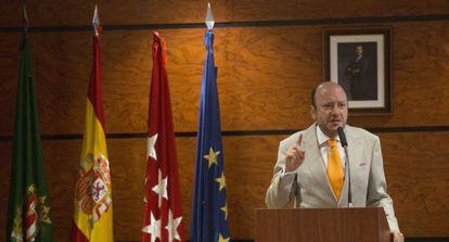 Julio Sánchez, durante su intervención ante los alumnos de la Escuela de Peiordismo de EL PAÍS.