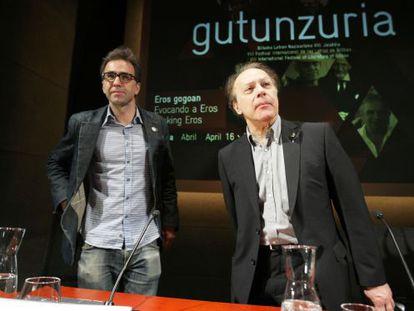 Los escritores Harkaitz Cano y Javier Marías este jueves en Bilbao.