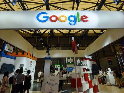Visitantes de un exhibidor de Google.