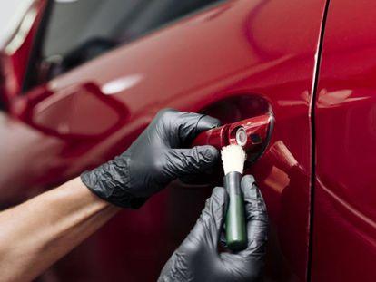 Una selección de productos básicos y económicos para arreglar desperfectos y arañazos exteriores e interiores del vehículo.
